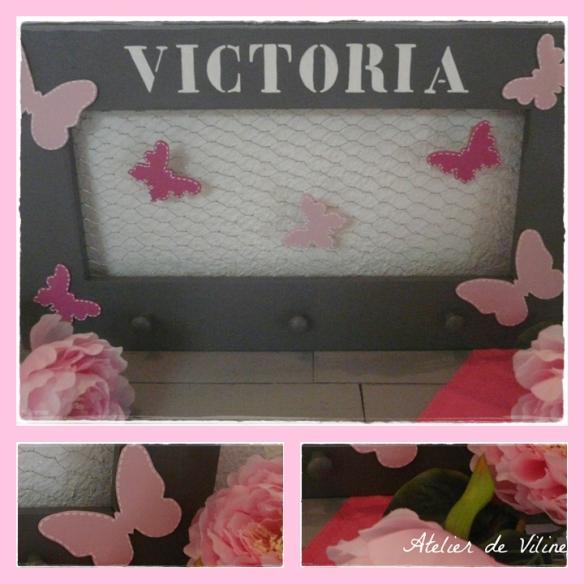 cadre gris foncé avec papillons roses