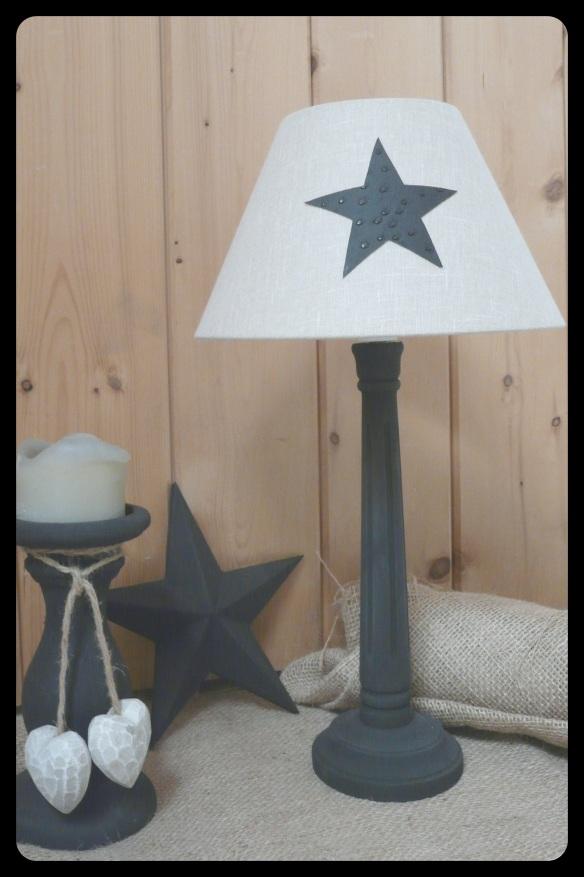 lampe noire et abat-jour lin avec etoile simili cuir